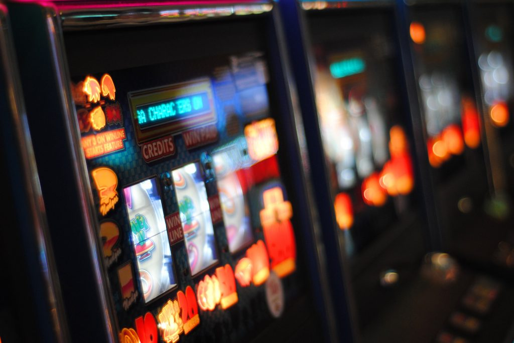 What online casinos accept us players play slots for real money paypal